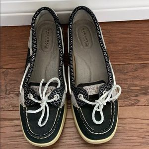 Sherry top spider boat shoes. Good condition